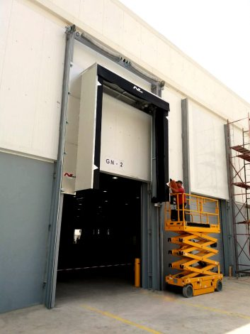Automotive Logistics – height adjustable inflatable dockshelter