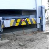 Anbau eines hydraulischen Anfahrschutzes mit Köcherfundament