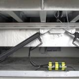 montierte Zylinder an Überladebrücke