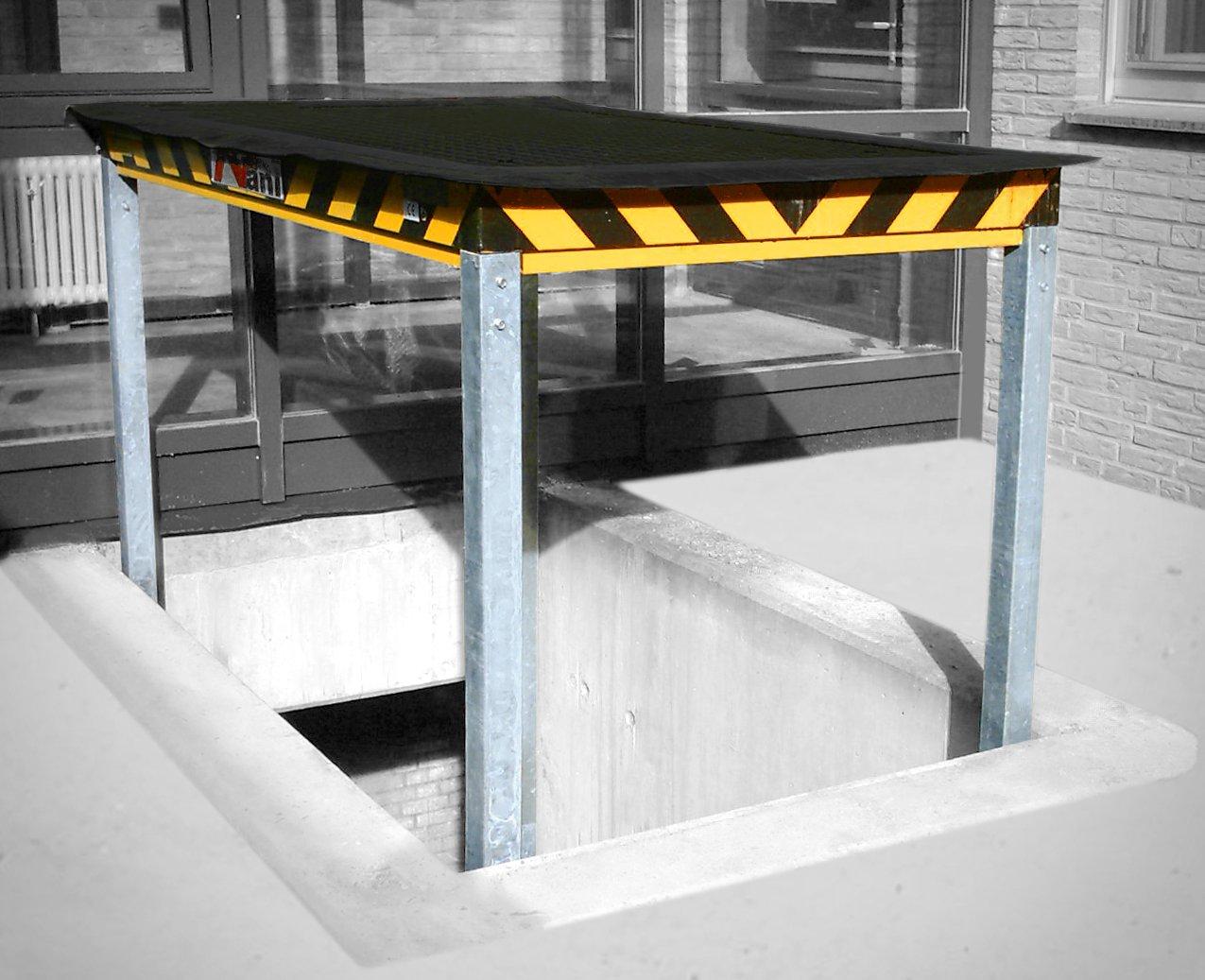 Unterfluraufzug – angebhobene Position