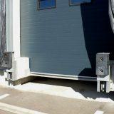 Rampenpuffer (AMG) in Ruheposition – Tor schließt vor Brücke