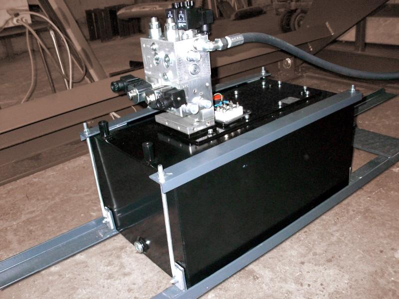 Zubehör der Hebetechnik – Verladehubtische – Aggregat in der Halterung unter dem Hubtisch