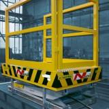 Güvenlik korkuluklu makaslı çalışma platformu - aşağı pozisyon