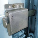 Door locks – Thrust lock