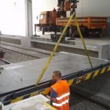 Demiryolu taşımacılığında bir köprünün montajı