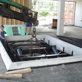 Inserting a lifting table into the pit