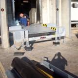 Yükleme rampası bulunan bir plato montajı