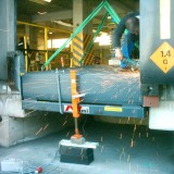 Katlanır menteşe lipli yükleme rampasında kaynak çalışması (KBH)
