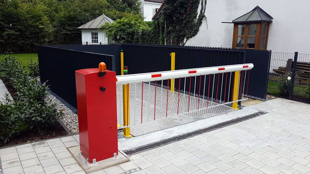 Autolift in upper position with barrier