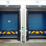 Sectional door closes BEFORE dockleveller