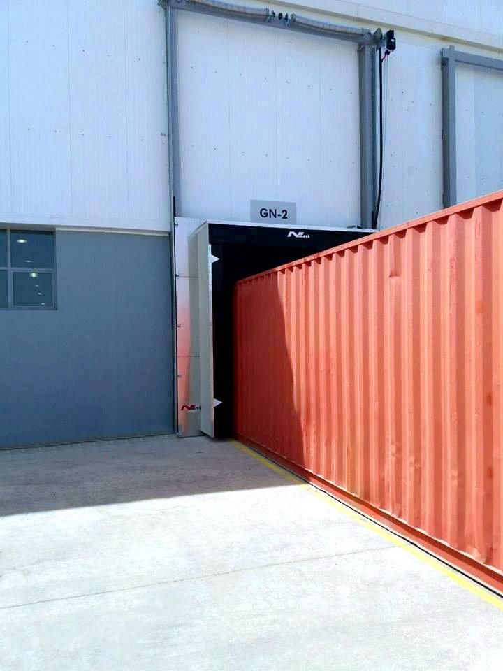Containerlogistik – offene vertikale Torabdichtung