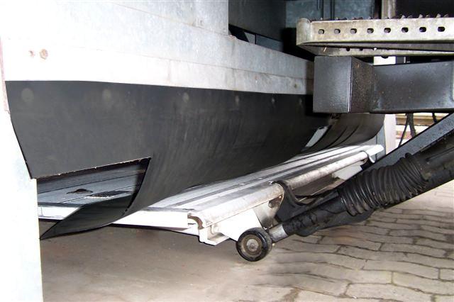 Sürüş altı perdeli kuyruk asansörü